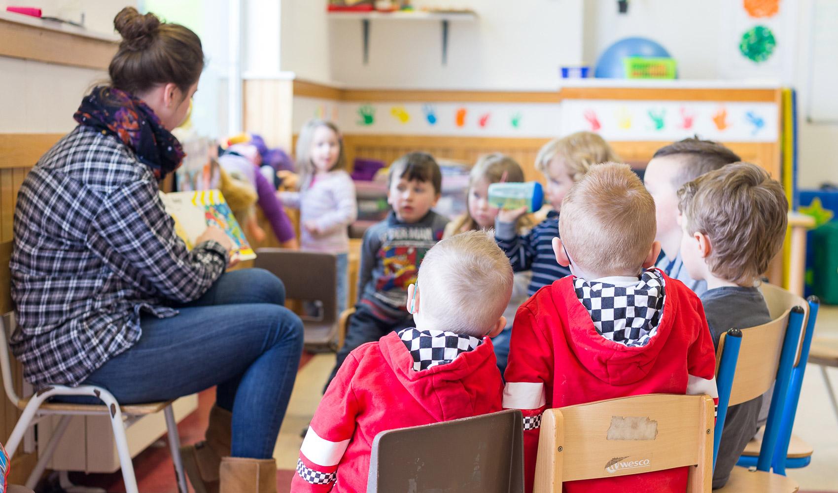 children-learning-group
